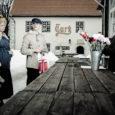 """Reede keskpäeval oli Kuressaare turu väravate vahel seltskond fotoaparaatidega noori, kes jäädvustasid tükikest taaslavastatud ajalugu. Tegemist oli Kuressaare ametikooli 3. kursuse dekoraator-stilistide fotograafiatunni ülesandega """"Kuressaare – 450-aastane kaunitar"""". Tunniülesandega oli […]"""