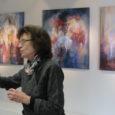 """Naistepäeval avati Saaremaa Kunstistuudio galeriis Eesti tuntud maalija Kristiina Kaasiku näitus """"Aastate valgus"""". Hiljuti 70. sünnipäeva pidanud kunstnik on olnud maalija viimased 40 aastat. Teda on aastaid köitnud värvimaagia teemade […]"""