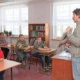 """Pihtla vallavolikogu otsustas oma eilsel istungil üksmeelselt, et õpilaste vähesuse tõttu jätkab Kaali põhikool 2015. aasta 1. septembrist tööd kuueklassilisena. Praegu õpib Kaali koolis 39 last. """"Edaspidi jääb laste arv […]"""