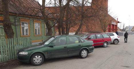 Autojuhid leidsid politseimaja parkimisprobleemile lahenduse