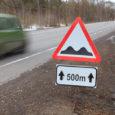 Maanteeamet alustas kevadise lumesulamisperioodi tõttu teede kahjustamise vältimiseks nõrgema kandevõimega teedel massipiirangute kehtestamist. Massipiiranguid on kehtestatud kõikjal Eestis. Enim on piiranguid Harju-, Viljandi-, Lääne- ja Ida-Virumaal, Saare- ja Läänemaal. Maanteeameti […]