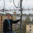 """Eile varahommikul kell 5.06 startinud ja 7.06 orbiidile jõudnud Eesti esimese satelliidi ESTCube-1 ehitamises osales ka saarlane Teet Tilk. """"Mina ehitasin satelliidile maajaama, mis signaale vastu võtab ja üles saadab,"""" […]"""