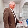 """Ruhnu elanikel on 1. juulist Eesti kõrgeim veehind, 3,60 eurot kuupmeeter. Sellele lisandub igakuine abonenttasu 4,80 eurot. """"Veeteenuste hind Ruhnus on kõrge nii Saaremaa kui ka kogu Eesti mastaabis, arvestades […]"""