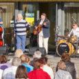 Esmaspäeval alustasid kontserttuuri Ivo Linna, Jaan Elgula & Kappel Kvartett, kes esitasid armastatud lugusid Saaremaa Sadamas. Kuigi ilm oli muutlik ja vihmane, ilmus taevasse uhke topeltvikerkaar ning aeg-ajalt piilus pilve […]