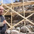 """Esmaspäeval sõlmis Saaremaa muuseum kauaoodatud lepingu EBC Ehitusega lossivallide välisvooderduse konserveerimiseks-restaureerimiseks. Muuseumi direktori Endel Püüa sõnul algavad tööd lähiajal. """"Neljapäeval on meil esimene töökoosolek, aga ettevalmistustega on hanke võitnud firma […]"""