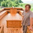 Aastaid Koguva sadama turismimagnetiks olnud uisuehitus sai üllatava lõpplahenduse, sest uisu ehitajal ei õnnestunud sõlmida kokkulepet laeva kohapeal vette laskmiseks. Nüüd alustab 15 meetri pikkune ja 5 meetri laiune alus […]