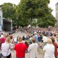 Juba teist aastat Kuressaare lossihoovis taasiseseisvumispäeval toimunud Vaba Rahva Laulu nimeline üritus tõi kokku rohkem inimesi, kui seda suudavad mööda Eestit tuuritavad trubaduurid. Samal ajal, kui Tallinnas kogunesid inimesed peaasjalikult […]