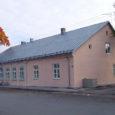 """Konkursil """"Värv Kuressaare majal 2013"""" tunnistati 650-eurose preemia vääriliseks MTÜ-le Saaremaa Puuetega Inimeste Koda kuuluva Pikk 39 hoone (fotol) värvilahendus. Konkursi žürii hinnangul on hoone väga hea näide sellest, kuidas […]"""