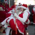 Paarkümmend jõuluvana sõitsid eile Saaremaale oma 13. ülemaalist konverentsi pidama ning Saaremaa lastele ja emadele-isadele jõuluaja saabumist meelde tuletama. Fotode autor: Irina Mägi