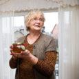 """Kuressaare servas kauni lillelise nimega tänaval elab Oolupi pere, kes on viimase paari-kolme aasta jooksul enda jaoks avastanud mesinduse. """"Pigem on see hobi või elustiiliäri,"""" ütleb perepoeg Ergo Oolup, kes […]"""