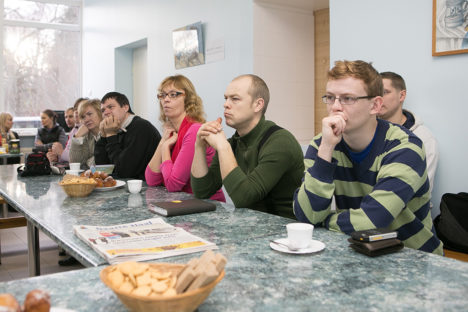 IDEED ELLU: Oma ideid pakkusid ajurünnakul välja (paremalt) Andres Talk, Lauri Jalak, Ülle Aadussoo, Oliver Parrest ja Elve Lepik. Foto: Sander Ilvest