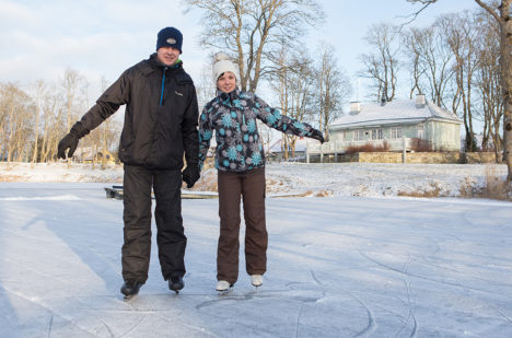 Gerda Uussaar ja Ingmar Võtting liuväljal talverõõme nautimas. Foto: Sander Ilvest