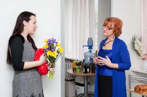 SUUREPÄRANE KOOSTÖÖ: Kaarma valla haridus- ja noorsootööspetsialist Ilme Õunapuu (vasakul) ütles, et Liida on olnud talle teise ema eest. Foto: Irina Mägi