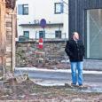 """Politsei koos päästeametnike ja linnavalitsuse järelevalvespetsialistiga vaatas Kuressaares üle 25 mahajäetud hoonet. """"Osa neist hoonetest on varisemisohtlikud, kuid on ka neid, mille aknad või uksed on lõhutud, ja nii on […]"""
