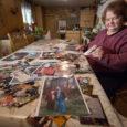 """Orissaare vallas Võhma külas elav Maia Vinkel kogub pilte, kus ta on ise nii kohalike kui ka üleriigiliste kuulsustega. Tema kogus on fotosid näitlejate, poliitikute, sportlaste, lauljate jpt. """"Kas te […]"""
