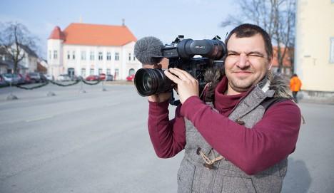 KODULINNAS: Aktuaalse Kaamera vanemoperaator Tauno Peit alustas kaameratööd ligemale paarkümmend aastat tagasi ETV Saaremaa stuudios. Foto: Sander Ilvest