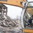Esmaspäevast algasid kunagise teenindusmaja, Kuressaares Pikk tänav 26 asuva majajäänuse lammutustööd. Hoone omaniku Raul Singi sõnul ei ole veel detailselt selge, mis krundile edaspidi ehitatakse, kuid vana maja lammutamine oli […]