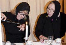 MATUSTEL: Vasakul lavastaja Krista Kütt ja Tornimäe rahvamaja juhataja Krista Riik. Foto: Kadi Trave
