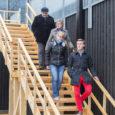 """Kuressaarde ehitatav väikelaevaehituse kompetentsikeskus tellib seaduse sunnil 15000 eurot maksva kunstiteose, milleks saab olema hoone teisel korrusel asuva terrassini viiv trepp. """"Juba hoonet projekteerides sai ette nähtud, et kunst tuleb […]"""