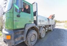 KITSAS TEE: Kudjapel elav Vello Rosenfeld ei mõista, kuidas hakkavad plaanitavat betoonitehast teenindavad raskeveokid liikuma praegu 5 meetri laiusel Tööstuse tänaval. Foto: Sander Ilvest
