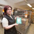 """Eesti Posti Saaremaa kandekeskuse andmeil on välismaalt saadetavate pakkide ja maksikirjade arv aina kasvanud ning seda eelkõige tänu internetikaubandusele. """"Tõsi on, et ka saarlased on avastanud e-kaubanduse ja andnud oma […]"""