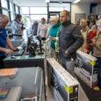 Kuressaares Tallinna tänaval asuvas uuendatud ja laiendatud kauplusemajas avas esimesena uksed Euronicsi kauplus. See tõi kaasa üsna unustusehõlma vajunud vaatepildi – poe ukse taha tekkis järjekord. Alles hiljuti ehitusaegsest plangust […]