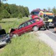 Täna õhtu hakul, veidi pärast kella 17 juhtus liiklusõnnetus Kuressaare-Sääre maanteel Mändjalas. Sõrve poolt Kuressaare poole sõitnud Mazda 626 juht alustas kurvis peatusest väljunud liinibussist möödasõitu ajal, mil Nasva poolt […]