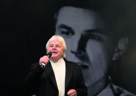 EELMISEL JUUBELIL: Ivo Linna laulmas 12. juunil 2009 Kuressaare lossihoovis toimunud juubelikontserdil.  Foto. Raul Vinni