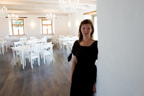 VALGUS, HELGUS JA AVARUS: Perenaise Annika Väli sõnul tegi Roosi talu pererahvas Lambaresto sise- ja väliskujunduse ise. Foto: Raul Vinni