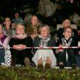 Tänavusel Kaali järvekontserdil astusid laupäeva õhtuhämaruses publiku ette Nele-Liis Vaiksoo, Jassi Zahharov ja maestro Olav Ehala.