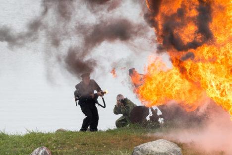 LAHINGUSTSEEN: Esmakordselt kasutati Eestis etendatud lahingumängudes pühapäeval Maasis leegiheitjat. Foto: Sander Ilvest