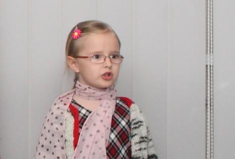 LISETTE LEMBA: Ehkki vaid 9-aastane, on tütarlaps laulnud juba paljudel kooli ja maakonna üritustel. Foto: Tõnu Veldre