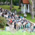 Saaremaa ühisgümnaasium alustas uut kooliaastat traditsiooniliselt rongkäiguga kooli juures läbi linna lossi hoovi. Fotod: Irina Mägi