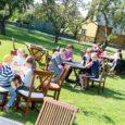 Saaremaa toidufestivali viimasel päeval oli kuressaarlastel võimalus külastada aedades avatud õunakohvikuid. Fotod Irina Mägi