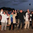 """Ivo Linna ja Maarja-Liis Ilus laulsid reede õhtul Koguva sadamas 800 inimesele. Publiku ette astunud """"peasüüdlane"""", tänavu 65-aastaseks saanud Linna pidas kodusaarel antud kontserti juubelikontsertide reas vastutusrikkaimaks. """"Tunne oli väga […]"""