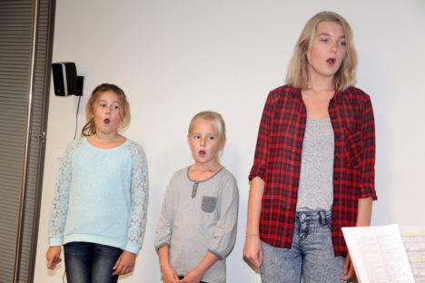 LAULUSUUKESED LAHTI: Annabel Kallas, Lisette Lemba ja Tuule Sadam armastavad laulmist väga, see neid lavale kisubki. Foto: Irina Mägi