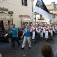 Saaremaa rahvatantsijaid naasid äsja Itaaliast Braccianos toimunud VII rahvusvaheliselt folkloorifestivalilt. Itaaliast tulid Orissaare noorterühm Viirelind, Leisi naisrühm Sõlus (juhendaja Anne Keerd) Orissaare naisrühm Koidukiir (juh Janne Hints) ning nendega kaasas […]