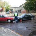Kuressaares Pargi tänaval eile Tolli tänavale parempöörde teinud BMW juht ei suutnud oma suunavööndis püsida ja sõitis otsa ristmikul seisnud Volvole. Kokkupõrke tulemusel said sõidukid viga, liiklus takistatud ei olnud. […]