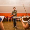"""Kuressaare muusikakooli õpilastest ja õpetajatest koosnev sümfionettorkester annab neljapäeval kaks kontserti – Saaremaa ühisgümnaasiumis ja Kärla põhikoolis. Üles astutakse ka reedesel muusikakooli kontserdil """"Jõulude ootel"""" Kuressaare Laurentiuse kirikus ja 15. […]"""