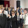 Õpetajatepäeva eel haarasid Saaremaa ühisgümnaasiumi õpilased täna pärastlõunal õpetajatelt ja koolijuhtidelt võimu.