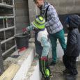 """Kolmapäeval pandi Muhus kombekohase tseremooniaga paika noortekeskuse nurgakivi. """"Meie lapsed ja noored olidki selle ürituse tähtsamad osalised – maja ehitatakse ju neile,"""" ütles Muhu vallavanem Raido Liitmäe Saarte Häälele, lisades, […]"""