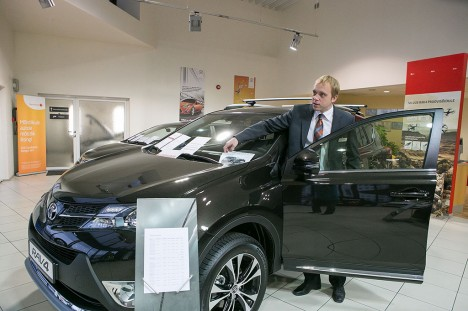 POPULAARSEIM: Tesman Autos müügiga tegeleva Karol Kuke sõnutsi ostetakse neilt enim RAV4 linnamaastureid. Foto: Tambet Allik