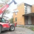 Oktoobri algul ilmus Saarte Hääles lugu Kuressaares Pikk tn 24 asuva hoone varikatusest, mille seisukord pani ühe linnakodaniku muretsema. Ta osutas, et kuna hoone ees asub bussipeatus, võivad bussi ootavad […]