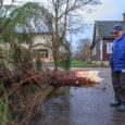 Ilmateenistusel teatel liikus tsüklon laupäeva hommikuks Soome edelarannikule ning Eestis paisus tuul tormiks. Kella 4 ajal oli tormi rekord – Sõrves oli tuulepuhangligi 40 m/s. Hommikul kella 9.30 ajal olid […]