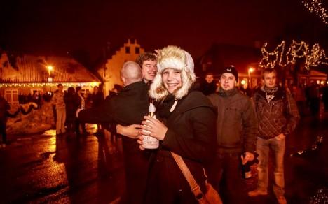 HEAD UUT AASTAT! Rõõmsaid uue aasta tervitajaid jagus Kuressaares hulgi. Autor: Tambet Allik