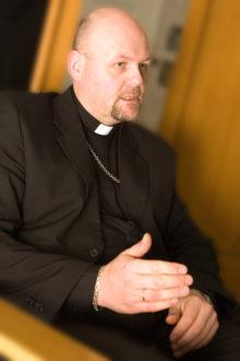 """ARMASTUS OMA AMETI VASTU: """"Seda tööd ei saa teha raha eest, vaid tehakse siirast armastusest selle töö ja väärtuste vastu, mida kirik kuulutab,"""" tähendas 23 aastat kirikuõpetajana töötanud Hannes Nelis. Foto: erakogu"""
