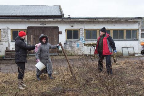 Tööhoos on Kadi raadio sekretär Rihti Rask, raamatupidaja Marika Viires ja ettevõtja Vjatšeslav Leedo.