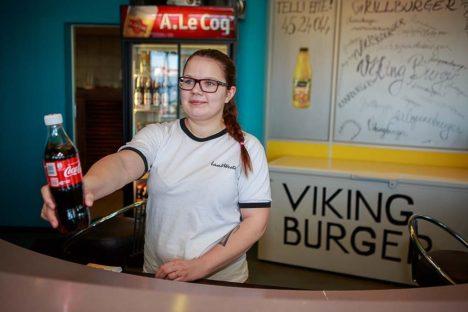 LETI TAGA: Kätlin Kask on Viking Burgeris kooli kõrvalt töötanud juba poolteist aastat. Foto: Tambet Allik