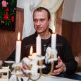 Loe persoonilugu endisest ajakirjanikust ja praegusest Tamro Baltics turundus- ja kommunikatsioonijuhist Andres Lemberist, kes muuhulgas on olnud palgaline laigulise mundri kandja, laupäevasest, 18. aprilli Saarte Häälest! Video: Tambet Allik, Mihkel […]