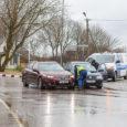 """Eile hommikul kell 8.50 põrkasid Kuressaares Marientali ringil kokku sõiduautod Volkswagen ja Honda. """"Mõlema auto juhid olid kained. Inimesed vigastada ei saanud,"""" kinnitas politsei pressiesindaja Kaja Grak, kelle sõnul said […]"""